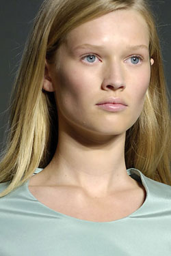 Model Profile: Toni Garrn