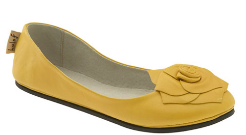 "Shopping: French Sole ""Season"" flats"