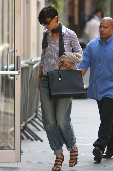 Katie Holmes and Her Baggy Jeans: The Madness Continues…