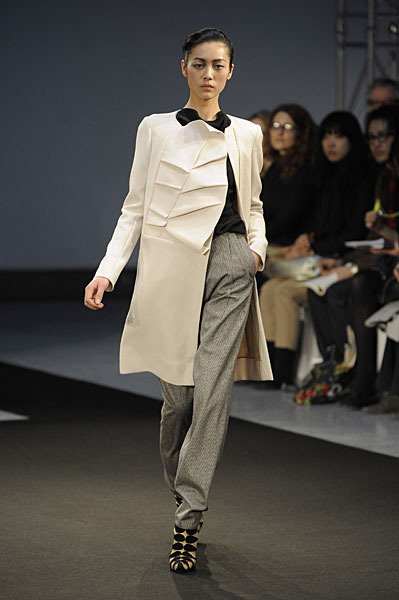 Paris Fashion Week: RM by Roland Mouret AW09