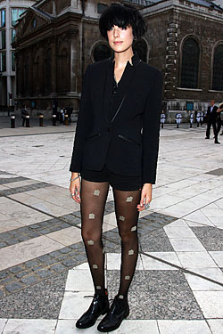 Agyness Deyn's gone black