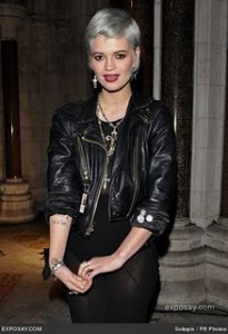 pixie-geldof-british-fashion-awards-2009-room-0zOhtr
