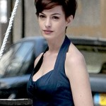 Anne Hathaway chops her hair off!