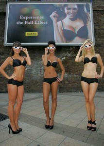Wonderbra 3D billboard