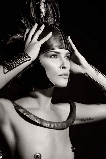 First Look: Lagerfeld's Pirelli calendar 2011