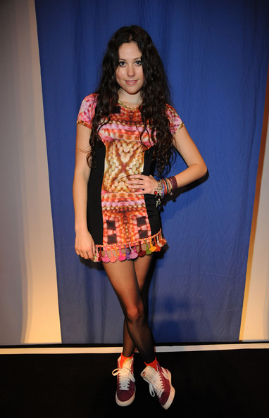 Eliza Doolittle signs to Select Models