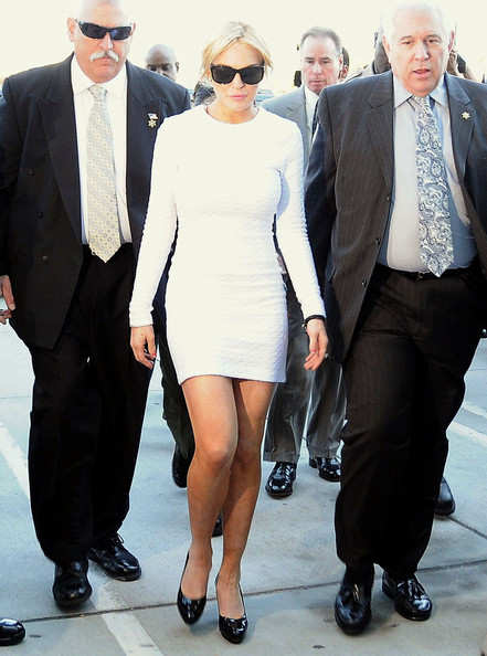 Lindsay Lohan goes short and sexy for court