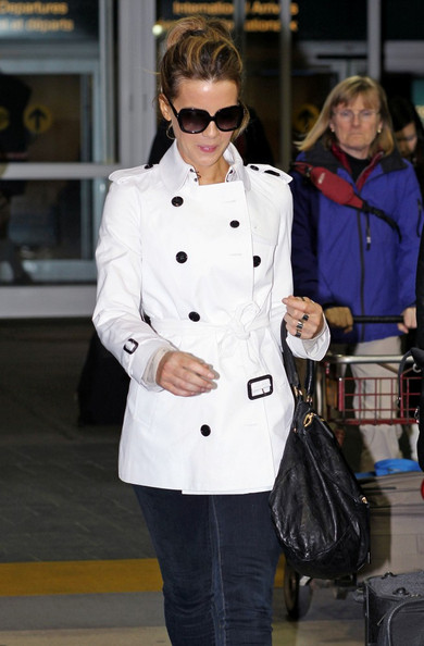 Kate Beckinsale's easy airport chic