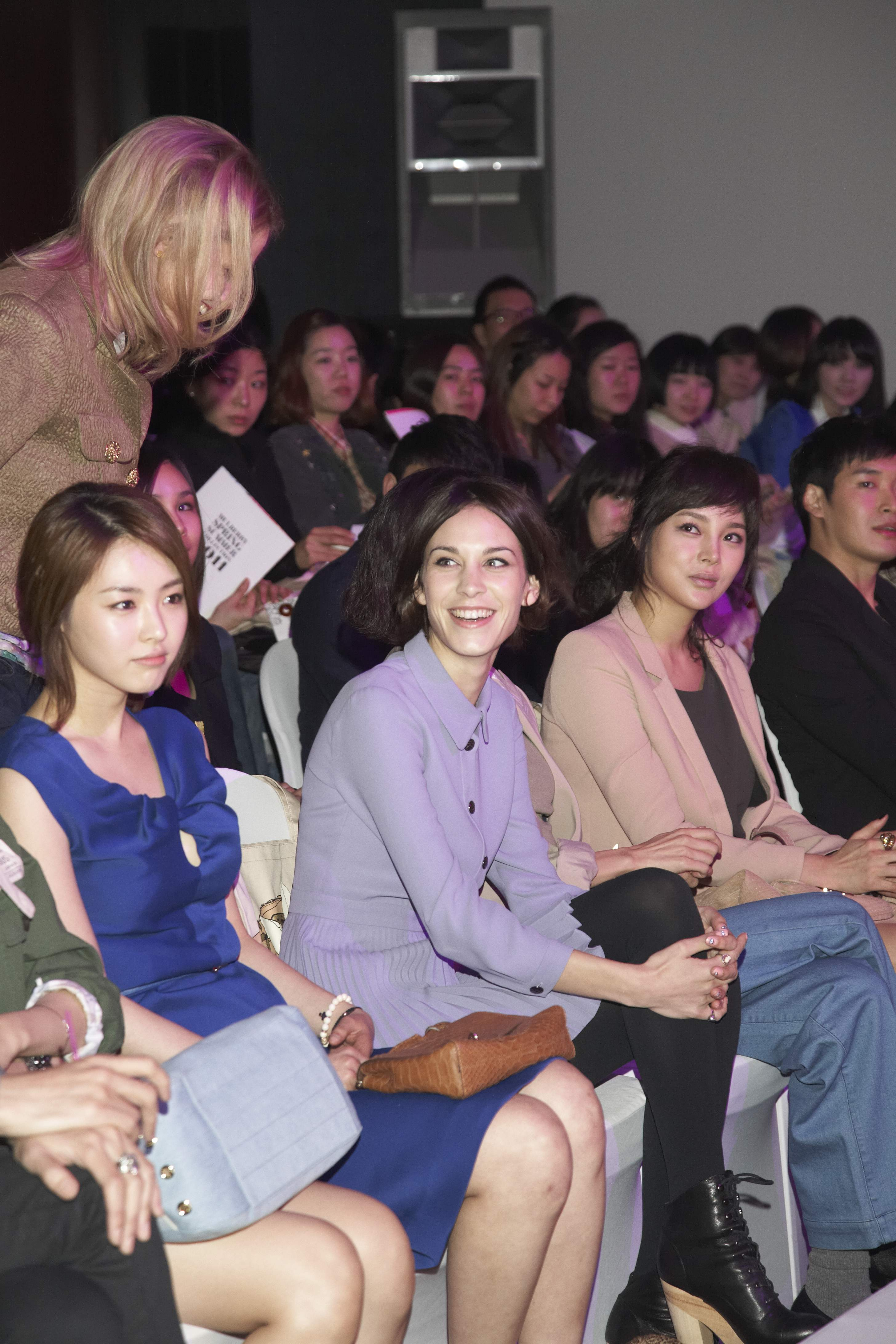 Alexa Chung wears new season Mulberry in Korea