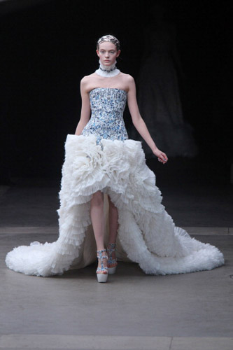 Alexander McQueen: Runway - Paris Fashion Week Fall/Winter 2012