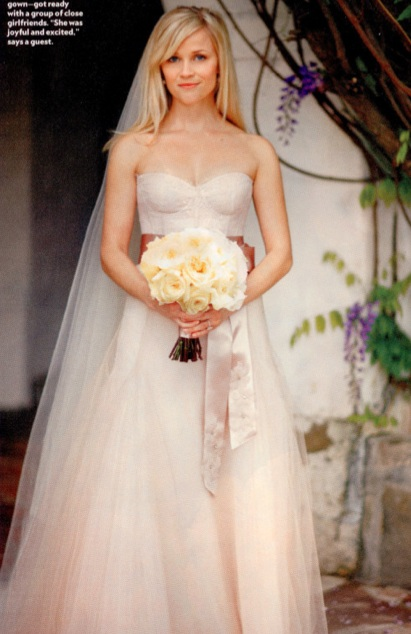 reese witherspoon wedding gown. A close look at Reese