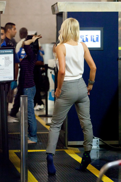 Paris Hilton turns the airport into a runway