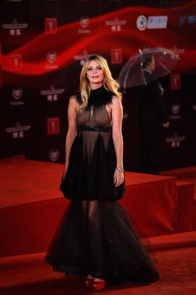 Mischa Barton launches her own fashion label