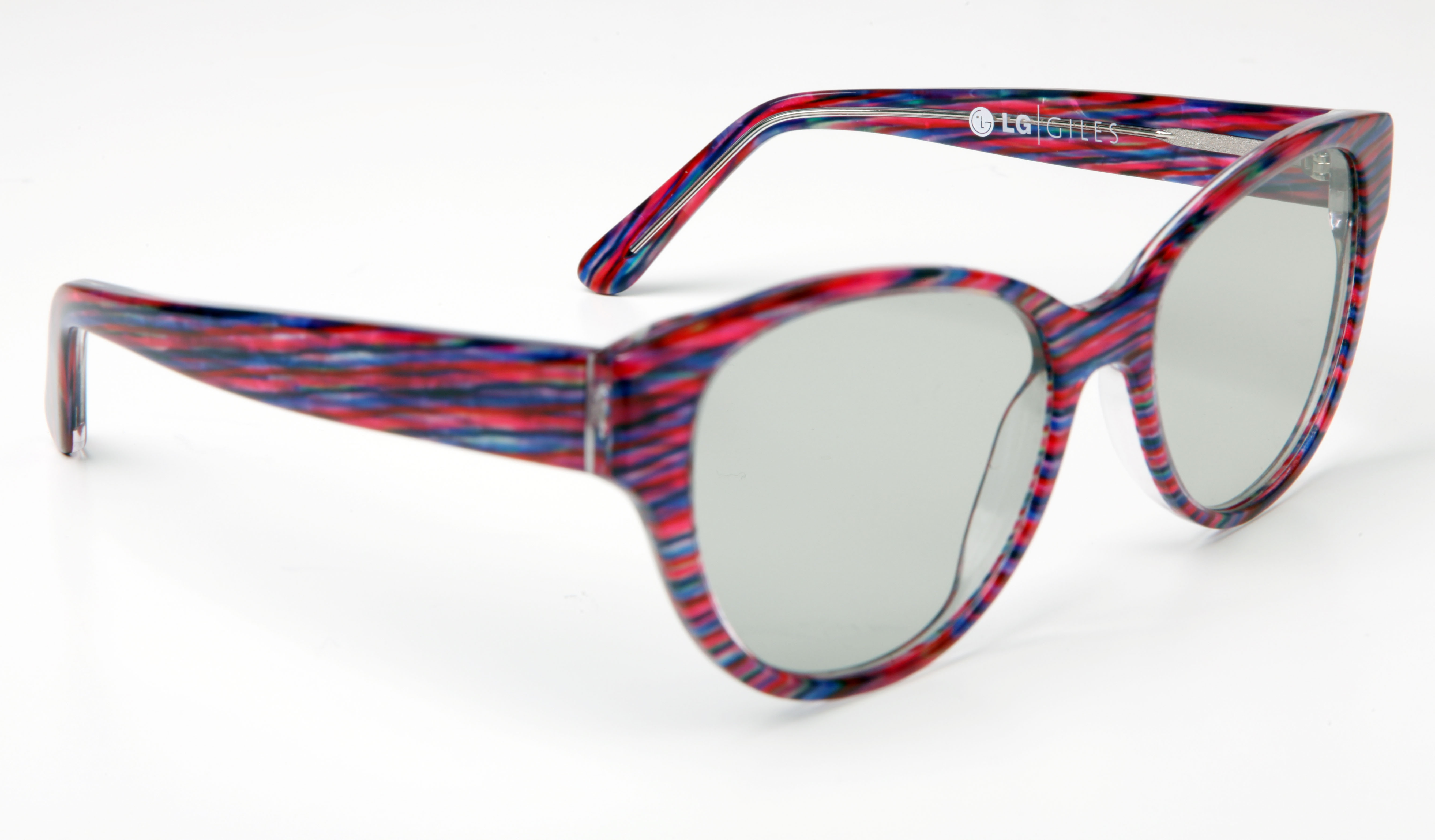 Giles Deacon launches limited edition 3D glasses