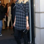 Claudia Schiffer looks cool 'n' comfortable in Rupert Sanderson
