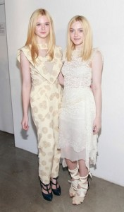 Fanning sisters SS12