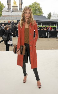 Rosie+Huntington+Whiteley+Burberry+Spring+u9PZ3nWFycVl