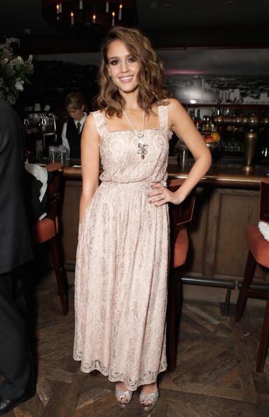 Jessica Alba dazzles 'em in Dolce & Gabbana