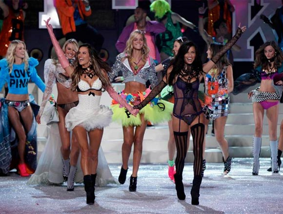 Pics and details from the annual Victoria's Secret Fashion Show!