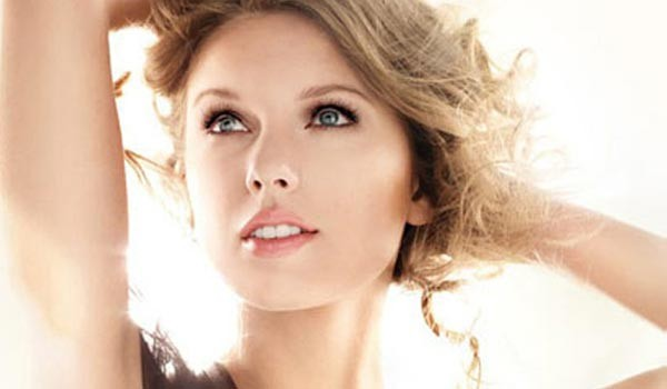 Taylor Swift's CoverGirl ad banned for being too Photoshopped