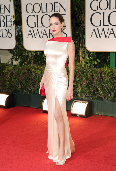 Top stories this week: Angelina Jolie wows at the Golden Globes, London and New York move their fashion week dates, Rihanna stuns in new Armani ads and Vera Wang designs for Blair