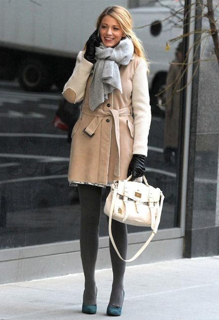 Blake Lively carries the new Mulberry Travel Camera bag, makes us all green with envy