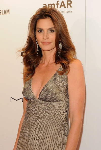 Cindy Crawford cringes when people airbrush her mole, will let her daughter model