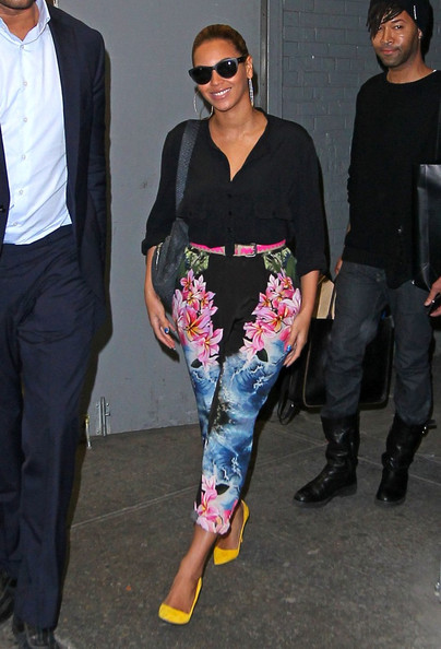 Beyonce rocks Stella McCartney's Hawaiian print trousers like a pro!