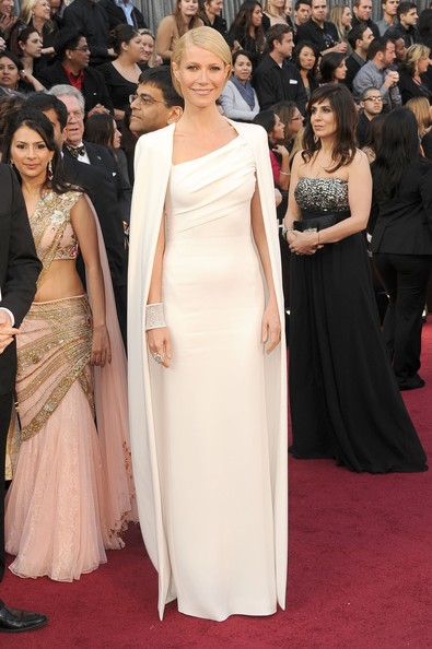 Top stories this week: The Oscars go crazy for Gwyneth's cape and Angelina's right leg, Paris Fashion Week begins and the teenage Carrie Bradshaw is finally cast!