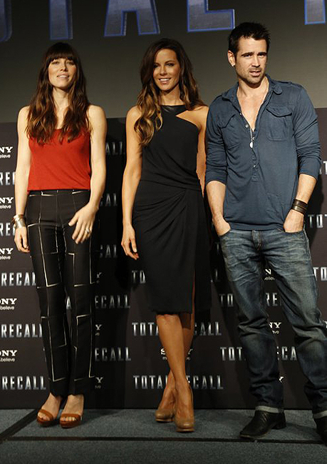 Kate Beckinsale and Jessica Biel look stunning at the Total Recall photocall