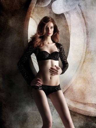 Grab your diary: La Perla Sample Sale!