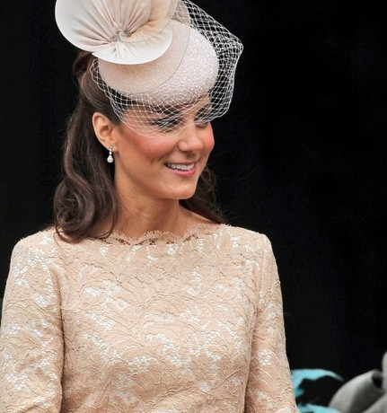"Karl Lagerfeld talks Kate Middleton's ""perfect"" style"