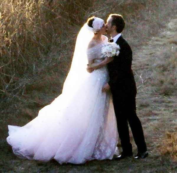 Anne Hathaway marries Adam Shulman!
