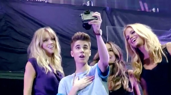 Watch the Victoria's Secret Angels lip sync to Justin Bieber as the show makes its UK TV debut!