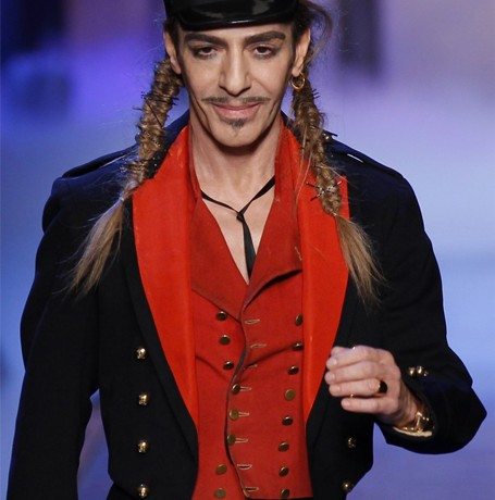 John Galliano to make fashion comeback thanks to Oscar de la Renta
