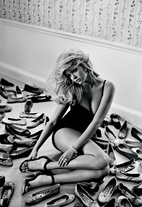 Kate Upton scores her first big ad campaign courtesy of Sam Edelman