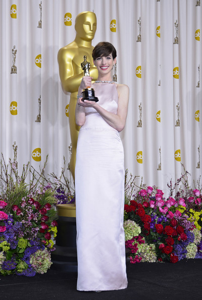 """I deeply regret any disappointment caused"" – Anne Hathaway on NOT wearing Valentino at The Oscars"