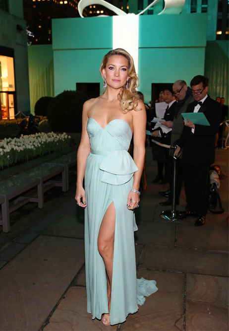 Kate Hudson blows us away in thigh high Reem Acra gown