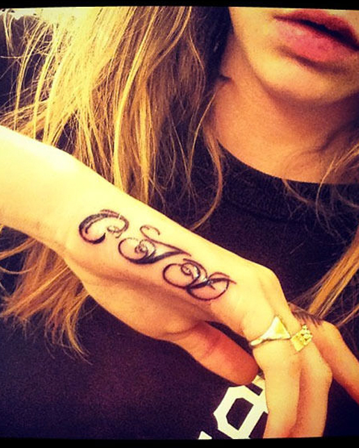 Cara Delevingne gets another tattoo!