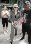 miley-cyrus-stella-mccartney-london-heathrow-airport