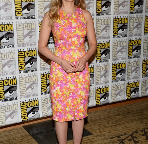 Scarlett Johansson is summer personified in Versace at Comic Con