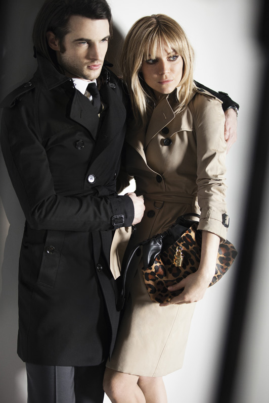 sienna miller tom sturridge burberry trench kisses