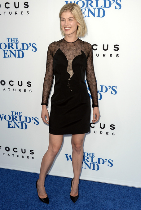 rosamund-pike-worlds-end-marios-schwab