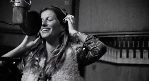 Gisele turns singer for H&M
