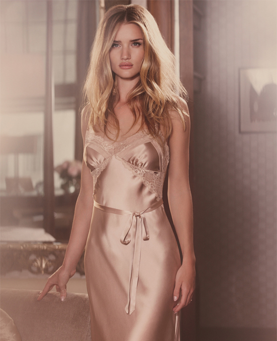 rosie-huntington-whiteley-marks-and-spencer-christmas-ad