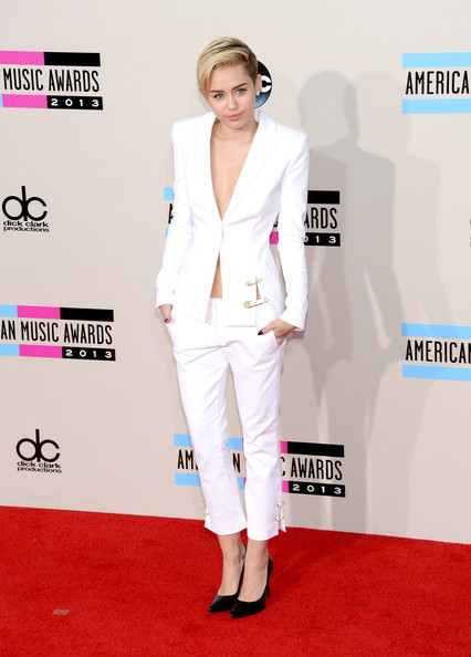 american music awards 2013 miley cyrus