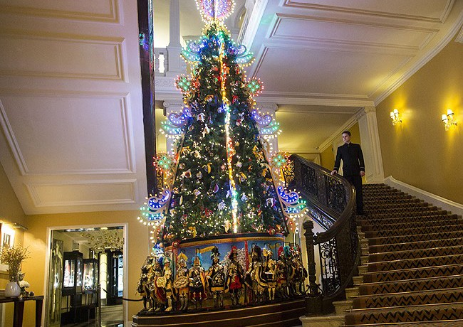 Claridge's unveils Dolce and Gabbana Christmas tree!
