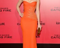 Elizabeth Banks is a vision in bright orange Atelier Versace