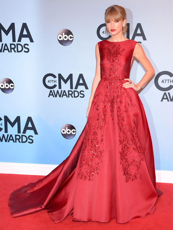 taylor-swift-elie-saab-couture-country-music-awards