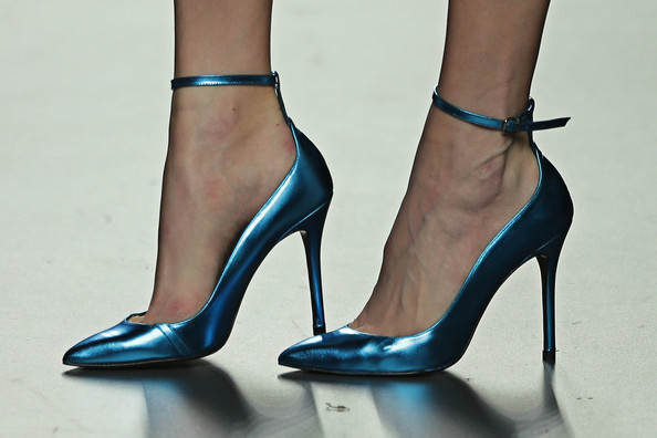 Would you use foot numbing spray to avoid wearing flats?
